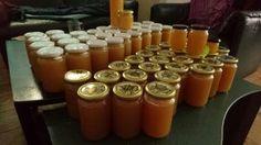 Het duurde even, maar dan heb je ook wat! Door de drukte op de bostuin, kwamen we er maar niet aan toe om de geslingerde honing in potjes doen. Maar inmiddels is het dan toch gelukt!