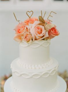 Sparkler topped cake: http://www.stylemepretty.com/2015/07/03/elegant-4th-of-july-vineyard-wedding/ | Photography: Caroline Tran - http://carolinetran.net/