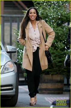 Leona Lewis Wool Coat - Leona Lewis was spotted leaving the London studios in a minimalist camel coat, tied blush blouse and black harem pants. Work Fashion, Modern Fashion, Black Harem Pants, Leona Lewis, Inspirational Celebrities, Camel Coat, Celebrity Look, Pants Outfit, Wool Coat