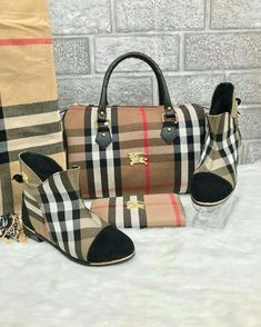Burberry 1983 Check Link Bag- Ink Blue – The Fashion Mart Zapatillas Louis Vuitton, Burberry Women, Louis Vuitton Shoes, Beautiful Handbags, Burberry Handbags, Burberry Shoes, Black Cross Body Bag, Luxury Bags, Cute Shoes