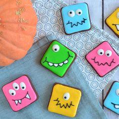 Geen fan van een griezelige Halloween? Je kun het ook veel liever maken, kijk maar eens naar deze lieve monster koekjes! Ik leg uit hoe je ze maakt!