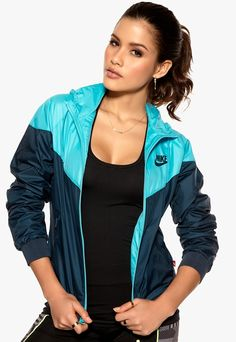 This windrunner from nike is very cool and it gives you a very sporty look Swag Outfits For Girls, Girl Outfits, Stella Mccartney, Nike Windrunner, Yellow Raincoat, Wind Jacket, Hooded Raincoat, Raincoats For Women, Gym Girls