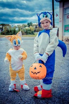 Kid Diy Sonic The Hedgehog Costume - Cutest Sonic And Tails Homemade Costume Sonic The Hedgehog I Don T Even Know If This Is Worth Posting Sonic The Hedgehog Our Handmade Halloween Sonic . Best Kids Costumes, Family Halloween Costumes, Halloween Kids, Sonic Party, Homemade Costumes, Diy Costumes, Costume Ideas, Sonic Kostüm, Sonic The Hedgehog Halloween