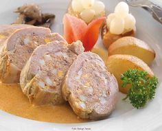 Hortobágyi pecsenye Meat Recipes, Bacon, Pork, Bread, Pork Roulade, Pigs, Breads, Baking, Buns