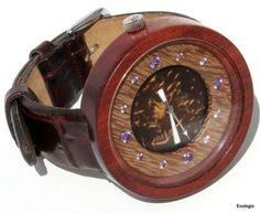 Relógio de madeira Conduru, 100% reaproveitada.È feito à mão - ECOLOGIO