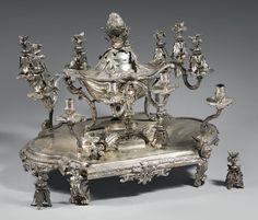 ODIOT à Paris Important surtout de table en bronze ciselé et plaqué d'argent.