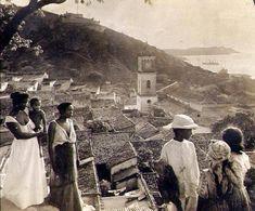 """En un principio Maiquetía estaba formada por aldeas indígenas cuyos principales caciques eran: Pariata, Guaracarumbo, Curucutí y Maiquetía. Como pueblo fue fundado por los españoles el 20 de Enero de 1670; debe su nombre al cacique Maiquetía, jefe supremo de las tribus que en aquella época habitaban el sector Maeketi, que significa en arawaco """"Los que no llevan vestidos"""". Inicialmente fue fundado como una doctrina de indios y con el tiempo los españoles fueron construyendo sus viviendas…"""