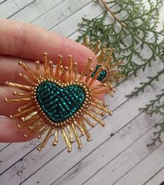 Emerald Shining Beaded Hearts Earrings Puffy Radiant Heart Earrings Heart burst earrings Trendy earringsLuxurious shining heart earrings for your look! Gold Embroidery, Embroidery Patterns, Feather Painting, Beaded Jewelry Patterns, Beaded Purses, Beaded Brooch, Beads And Wire, Heart Earrings, Jewelry Crafts
