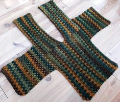 Linde Woman& Web: Granny Square Vest hooks - a little bit of everything chrochet shawls/ponchos/vest/scarves/tops - Gilet Crochet, Crochet Cardigan Pattern, Crochet Jacket, Crochet Poncho, Crochet Stitches, Crochet Scarves, Granny Square Sweater, Popular Crochet, Crochet Clothes