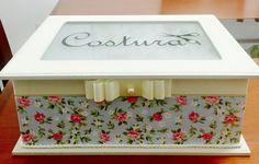 Caixa de costura revestida de tecido floral