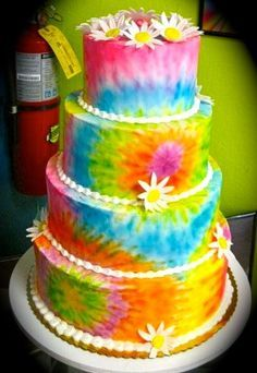 Hippy Wedding Cake - would love to see this at a GreenAcre wedding party… Awesome Cake designs and ideas for that special event Maybe the bottom layer can be tie dye, then white, then plaid for Andy, then white on top? Much more pastel tye dye, lace aro Hippie Party, Hippie Birthday Party, Bolo Tye Dye, Tye Dye Cake, Beautiful Cakes, Amazing Cakes, Hippie Cake, Hippie Stil, Tie Dye Party