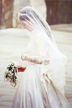 Kate Middleton looks just breathtaking and timeless in her custom made Alexander McQueen wedding gown and veil. Princess Kate, Real Princess, Princess Wedding, Modern Princess, Duke And Duchess, Duchess Of Cambridge, Duchess Kate, Cambridge London, Herzogin Von Cambridge