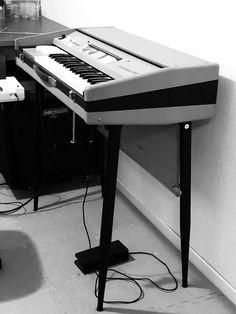 Farfisa Mini Compact[og070] : retro designed music store organ69 Music Desk, Band Photos, Music Images, Vintage Keys, Music Store, Cd Cover, Shakespeare, Desks, Musical Instruments