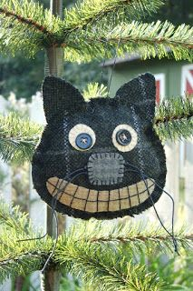 Shakerwood Quilts Halloween Ornament/ something soft like this on the doors for Halloween Halloween Quilts, Retro Halloween, Halloween Cat, Holidays Halloween, Halloween Decorations, Samhain, Wooly Bully, Fall Sewing, Felted Wool Crafts
