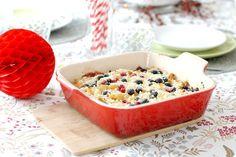 Un apple crumble con frutos rojos es sin duda una maravillosa receta navideña, pero lo mejor es el sabor de los arándanos y grosellas explotando en tu boca.