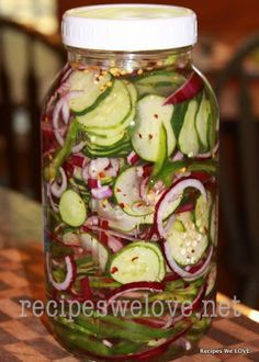 Refrigerator Cucumber Salad My favorite thing -- 4 thinly sliced cucumbers 1 large sliced red onions 1 large sliced green bell peppers 1 tablespoon salt 2 cup white vinegar 1 ½ cups sugar 1 teaspoon celery flakes 1 teaspoon red pepper flakes Veggie Recipes, Salad Recipes, Healthy Recipes, Cucumber Recipes, Pickled Cucumber Recipe Vinegar, Cucumber Onion Vinegar, Recipes For Cucumbers, Pickled Cucumber Salad, Home Canning