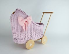 Wiklibox wicker & alder wood doll stroller in Light Pink colour with a soft muslin bedding. Cotton Bedding, Cotton Fabric, Dolls Prams, Light Pink Color, Wicker, Baby Strollers, Little Girls, Bows, Colours