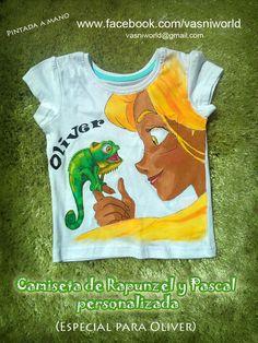 Camiseta pintada a mano personalizada para el pequeño Oliver de los personajes Rapunzel y Pascal. Muy resistente a los lavados.