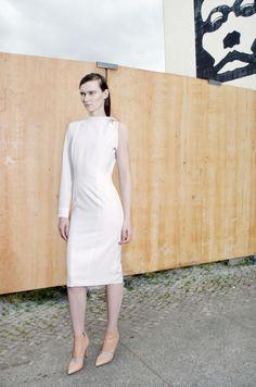 #karakusi #lightwool #dress #white #elegant #fit #ss17  #springsummer