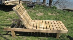 Chaise lounge made from pallets. Just add cushion and relax.