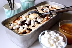 Parfait med kola, choklad & maräng Parfait, Piece Of Cakes, Dessert Recipes, Desserts, Great Recipes, Tart, Pudding, Ice Cream, Sweets