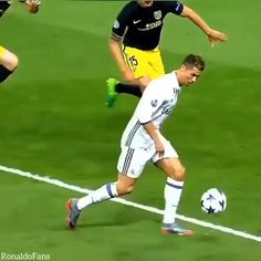 Got a Dog problem and About to Give up? Cristiano Ronaldo 7, Cr7 Ronaldo, Real Madrid Champions League, Uefa Champions League, Ronaldo Videos, Real Madrid Video, Cr7 Wallpapers, Hugo Lloris, Sergio Aguero