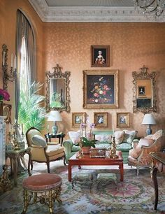 Mario Buatta Redecorates Aileen Mehle's New York City Apartment : Architectural Digest Living Room Furniture, Living Room Decor, Mario Buatta, Deco Rose, New York City Apartment, Manhattan Apartment, Apartment Interior, French Country Living Room, Classic Interior