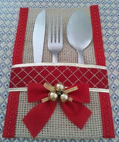 Best 12 Burlap Utensil / Silverware Holder with Poinsettia Flower / Christmas Holiday Utensil Holder Feature beautiful natural color burlap utensil/silverware – SkillOfKing. Burlap Crafts, Christmas Projects, Holiday Crafts, Christmas Sewing, Noel Christmas, Christmas Ornaments, Christmas Table Settings, Christmas Table Decorations, Deco Table Noel