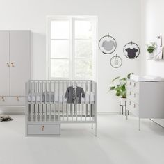 Kidsmill Amy Cot, Chest of Drawers & Wardrobe Set is sophisticated and elegant. The soft grey furniture all have a steel base with thin metal legs and natural leather handles. Grey Furniture, Nursery Furniture, Colorful Furniture, Furniture Sets, Cama Junior, Junior Bed, K Om, Cot Bedding, Amy