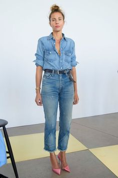 70 Younger Looks With Double Denim Ideas 24 Look Jean, Denim Look, Denim On Denim, Denim Purse, Denim Shoes, Komplette Outfits, Casual Outfits, Fashion Outfits, Fashion Trends