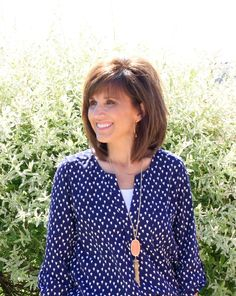 How I Style My Hair - Grace & Beauty I'm letting my hair grow out so today I thought I'd share how I style my hair and some frequently asked questions I get asked about my hair. My Hairstyle, Pretty Hairstyles, Medium Hair Styles, Short Hair Styles, Medium Length Hair With Layers, Hairstyles For Medium Length Hair With Bangs, Shoulder Length Hair With Bangs, Cyndi Spivey, Grace Beauty