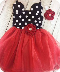 Minnie Mouse dress in red comes adorned with coordinating flower and matching flower headband! Perfect for those Disney vacations or those birthday photos! Fits true to size. This is a preorder that w