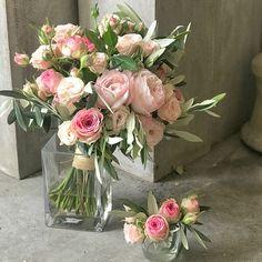 Ramo de novia en rosa suave Glass Vase, Floral Wreath, Wreaths, Wedding, Wedding Bouquets, Pink Garden, Floral Decorations, Mariage, Roses