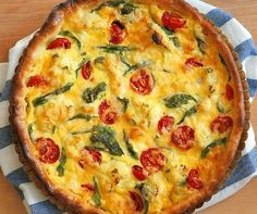 Květákový quiche , Foto: Michal Šajmir Pizza, Quiche, Baking Recipes, Good Food, Goodies, Easy Meals, Food And Drink, Fresh, Vegetables