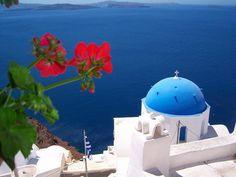 Isla de Santorini, con sus cupulas azules y rojas,serìa interesante vivir un tiempo allì