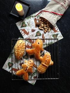 Fun buttery bread that just belongs to a Swiss Christmas! Gingerbread Cookies, Baking Recipes, Waffles, Breakfast, Desserts, How To Make, Fun, Christmas, Gifts