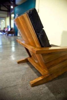"""bolsa! abril 6, 2009 Em """"Essa é boa"""" Boneco do Coringa é igualzinho a Heath Legder em miniatura janeiro 20, 2009 Cottage Furniture, Rustic Furniture, Chair Design Wooden, Rocking Chair, Furniture Making, Chairs, Woodworking, Patio, Projects"""