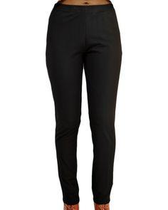 Un superbe pantalon coupe cigarette taille élastiquée dans un beau tissu légèrement sergé, à porter avec une tunique, une veste ou une chemise longue.... Pantalon Made in France. Pantalon disponible en grande taille.