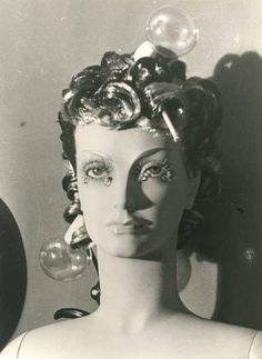 Man Ray. Maniquí, 1938. Face Photography, Couple Photography Poses, Artistic Photography, Children Photography, Amazing Photography, William Eggleston, Martin Parr, Marcel Duchamp, Lee Miller