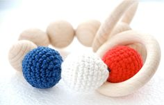 The colorful toy from 9 wooden beads, 2 wooden ring and organic/baby cotton.  This toy is good for developing the motor skills of your little ones. It is