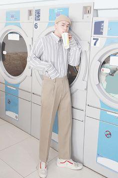 Korean Fashion – How to Dress up Korean Style – Designer Fashion Tips Fashion Poses, Boy Fashion, Korean Fashion, Mens Fashion, Lightroom, Androgynous Fashion, Gentleman Style, Aesthetic Fashion, Swagg