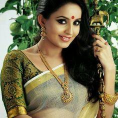 #GreenwithEnvy#brocade#sareeblouse#blousedesign#indianfashion#sareeInspiration stylediary