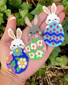 Peyote Stitch Patterns, Hama Beads Patterns, Beading Patterns, Bunny Crafts, Easter Crafts, Melty Bead Designs, Hama Beads Christmas, Hamma Beads Ideas, Hama Beads Design