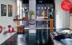 Uma bancada de madeira, estilo cozinha americana, pode também dividir com classe os espaços do seu loft.
