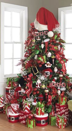 Are you planning to create creative christmas tree? If yes, You should see these amazing and very creative christmas tree ideas Black Christmas, Noel Christmas, Christmas Tree Toppers, All Things Christmas, Winter Christmas, Christmas Tree Decorations, Christmas Crafts, Christmas Photos, Christmas Ideas