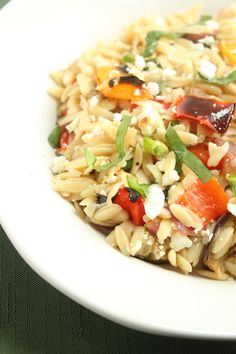 Ina Garten Orzo and roasted veggies with feta, pine nuts, lemony sauce Best Summer Recipes of All Time August 19 Vegetarian Recipes, Cooking Recipes, Healthy Recipes, Healthy Pastas, Chef Recipes, Nutritious Meals, Feta, Jai Faim, Grilled Corn Salad