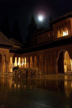 Granada. El Patio de los Leones en la noche, ¡mágico! Foto por JavierRJ