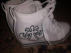 Papuci pentru femei cu talpa ortopedica Sannicolau Mare - Anunturi gratuite - anunturili.ro