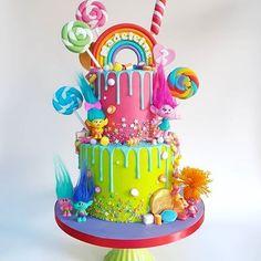 Cupcake Birthday Cake, Rainbow Birthday Party, 6th Birthday Parties, Birthday Cake Girls, 2nd Birthday, Trolls Birthday Party Ideas Cake, Birthday Ideas, Bolo Trolls, Trolls Cakes