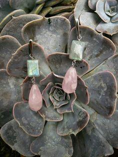 Orecchini in argento 925 rodiato con labradorite e quarzo rosa di Lithodoracapri su Etsy